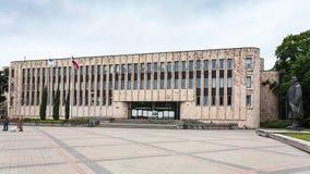Povos perto do centro de congresso de Riga Foto de Stock
