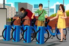 Povos que alugam uma bicicleta Fotografia de Stock Royalty Free