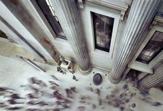 Povos que andam dentro de British Museum Imagens de Stock Royalty Free