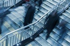 Povos que andam na escada Fotografia de Stock