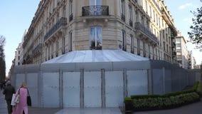 Povos que andam na frente do Fouquet ap?s registrar por vestes amarelas filme