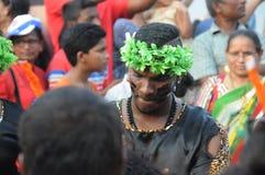 Povos que apreciam no carnaval em Goa, Índia foto de stock