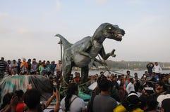 Povos que apreciam no carnaval em Goa, Índia imagem de stock