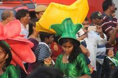 Povos que apreciam no carnaval em Goa, Índia fotografia de stock