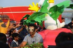Povos que apreciam no carnaval em Goa, Índia imagem de stock royalty free