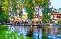 Povos que apreciam o rio de Azmak Imagem de Stock