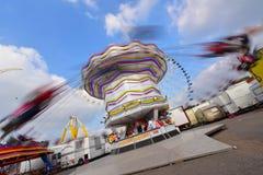 Povos que apreciam-se no parque de diversões de Lille em Lille imagens de stock royalty free