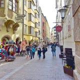 Povos que apreciam um dia de mola em Innsbruck, Áustria Imagem de Stock