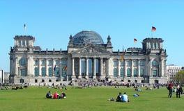 Povos que apreciam um dia de verão agradável, Berlim Fotos de Stock