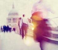 Povos que apressam-se no conceito de passeio do assinante de Londres Imagem de Stock