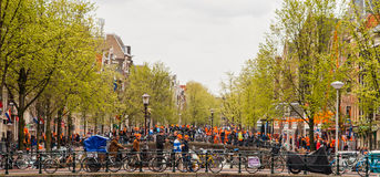 Povos que comemoram na colagem 2013 de Koninginnedag Fotografia de Stock Royalty Free