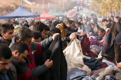 Povos que compram a roupa em Iraque Imagem de Stock Royalty Free