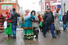 Povos que dançam comemorando Shrovetide Imagem de Stock Royalty Free