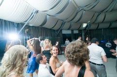 Povos que dançam na barra Fotografia de Stock