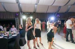 Povos que dançam na barra Fotos de Stock Royalty Free