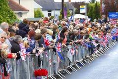 Povos que esperam a tocha olímpica Foto de Stock Royalty Free