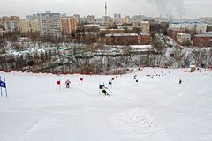 Povos que esquiam no complexo 'KANT 'dos esportes em Moscou imagens de stock royalty free