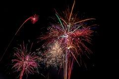 Povos que olham as celebrações e os fogos-de-artifício do ano novo no ` de Himmelsleiter do ` em Bochum, Alemanha, 2016 Fotos de Stock Royalty Free