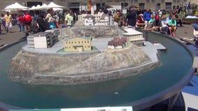 Povos que olham sobre o modelo famoso bonito da prisão de Alcatraz EUA San Francisco vídeos de arquivo