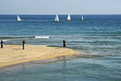 Povos que pescam no delta del Besos Sant Adria del Besos imagem de stock