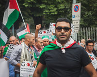 Povos que protestam contra o bombardeio da Faixa de Gaza em Milão, Itália Imagem de Stock