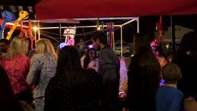 Povos que têm o divertimento durante celebrações do Dia da Independência de Israel 69th filme