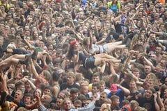 Povos que têm o divertimento em um concerto durante o 2ó Polônia do festival de Woodstock Fotos de Stock Royalty Free