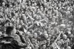 Povos que têm o divertimento em um concerto durante o 2ó Polônia do festival de Woodstock Fotografia de Stock Royalty Free