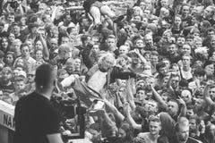 Povos que têm o divertimento em um concerto durante o 2ó Polônia do festival de Woodstock Imagem de Stock Royalty Free