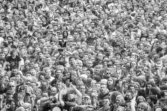 Povos que têm o divertimento em um concerto durante o 2ó Polônia do festival de Woodstock Imagem de Stock