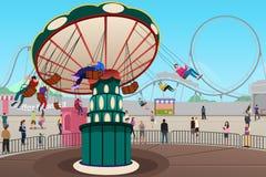 Povos que têm o divertimento no parque de diversões Imagem de Stock Royalty Free