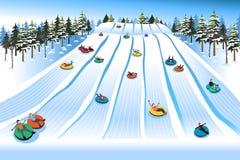 Povos que têm o divertimento que Sledding no monte da tubulação durante o inverno Fotos de Stock