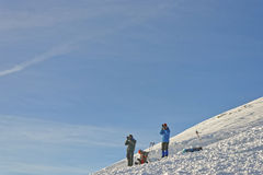 Povos que tomam fotos sobre Kasprowy Wierch de Zakopane nos wi Foto de Stock
