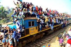 Povos que vão à assembleia global de Ijtema Foto de Stock