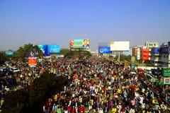Povos que vão à assembleia global de Ijtema Fotografia de Stock Royalty Free