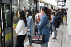 povos que vão trabalhar pelo metro Fotografia de Stock