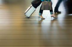 Povos que viajam no airpor Foto de Stock