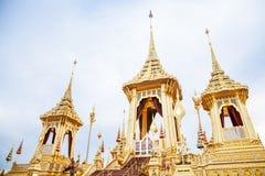 Povos que visitam no crematório real para a cremação real de seu rei Bhumibol Adulyadej Bangkok da majestade imagem de stock