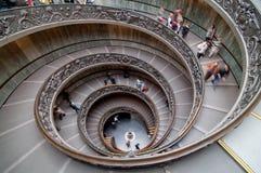 Povos que visitam o museu de Vatican Fotografia de Stock Royalty Free