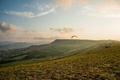 Povos que voam em paragliders Imagens de Stock Royalty Free