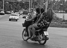 Povos tailandeses em um velomotor Foto de Stock Royalty Free