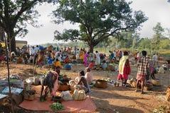 Povos tribais de Orissa no mercado semanal Fotografia de Stock