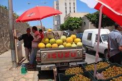 Povos tunisinos no mercado do leste velho do quarto de Medina em Sousse, fotografia de stock