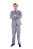 Poważna biznesmen pozycja z jego rękami krzyżować Zdjęcia Stock