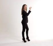 Poważna Biznesowa kobieta Robi Mark z piórem Odizolowywającym na Wh Zdjęcie Royalty Free