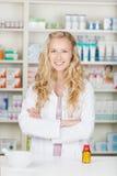 Poważna farmaceuta chemika kobieta zdjęcie royalty free
