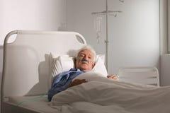 Poważnie chory starszy mężczyzna Fotografia Royalty Free