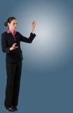 Poważny bizneswoman gestykuluje z rękami w kostiumu Zdjęcia Royalty Free