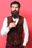 Poważny przystojny brodaty mężczyzna obraz stock