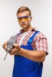 Poważny repairman z świderem Zdjęcia Royalty Free